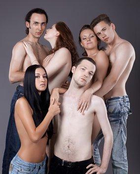 sechs Personen