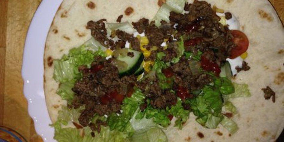 Wraps mit würzigem Hackfleisch und knackigem Gemüse
