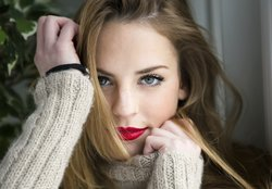 Schmale Lippen voller schminken