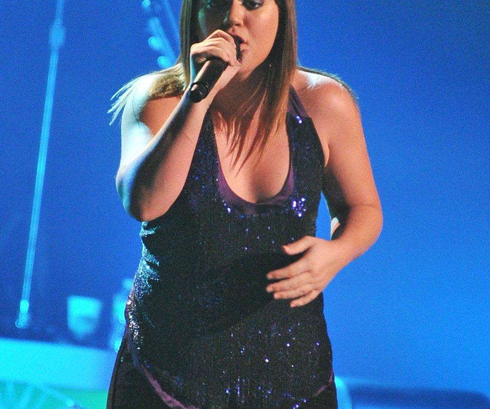 Kelly Clarkson covert Song