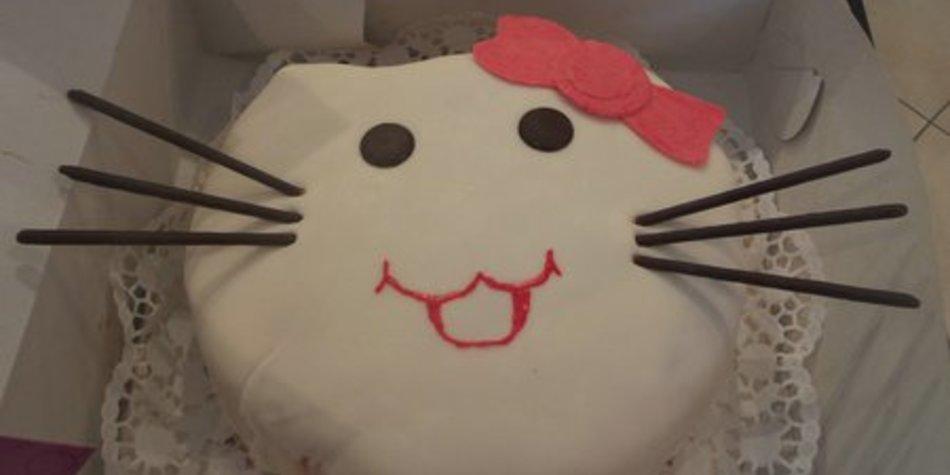 Hello Kitty - Erdbeersahnetorte mit Biscuit
