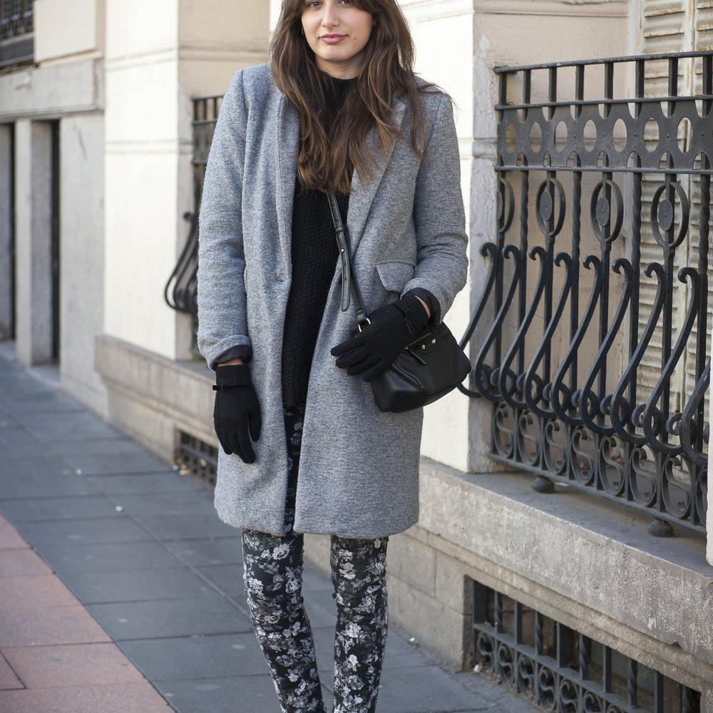 Dieses Street-Style-Girl trägt den Lace-up-Trend (GettyImages/Juan Naharro Gimenez)