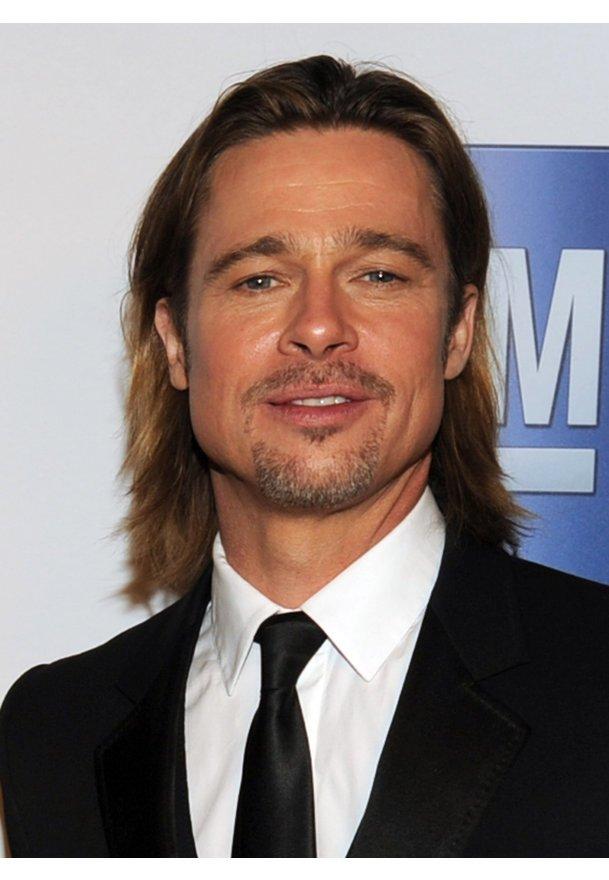 Brad Pitt findet während den Awards Zeit für Familie und Entspannung.