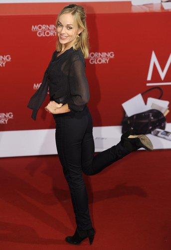 Friederike Kempter schmeißt das Bein.