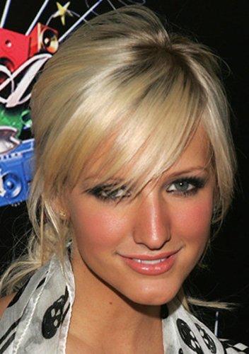 Ashlee Simpson mit blondem Haar