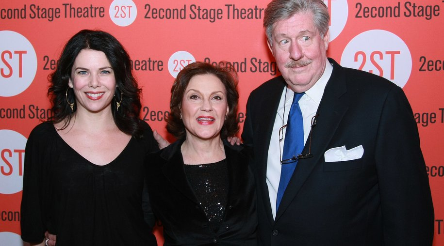"""NEW YORK - JANUARY 08: (L-R) Actors Lauren Graham, Kelly Bishop and Edward Herrmann attend the opening night after party for """"Becky Shaw"""" at Spanky's on January 8, 2009 in New York City. (Photo by Neilson Barnard/Getty Images)"""