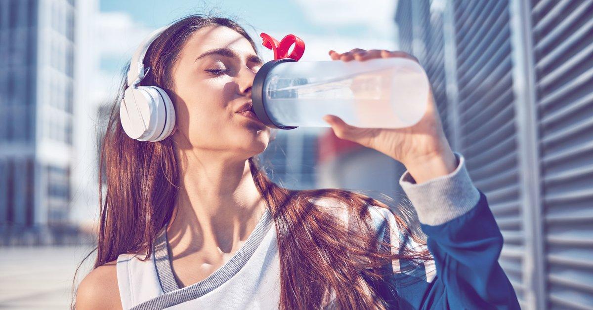 Geniale-Erfindung-Diese-neue-Trinkflasche-hilft-wirklich-beim-Abnehmen