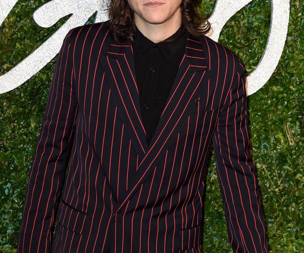 Harry Styles knutscht öffentlich seine Modelfreundin