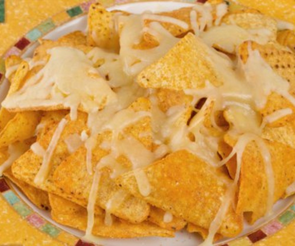 Nachos mit Käse überbacken