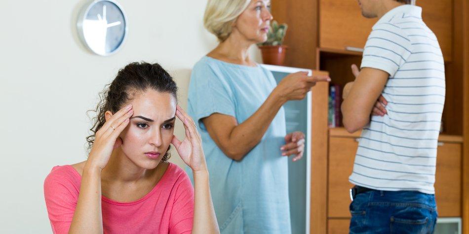 Schwiegermutter: So weißt du, dass sie dich hasst