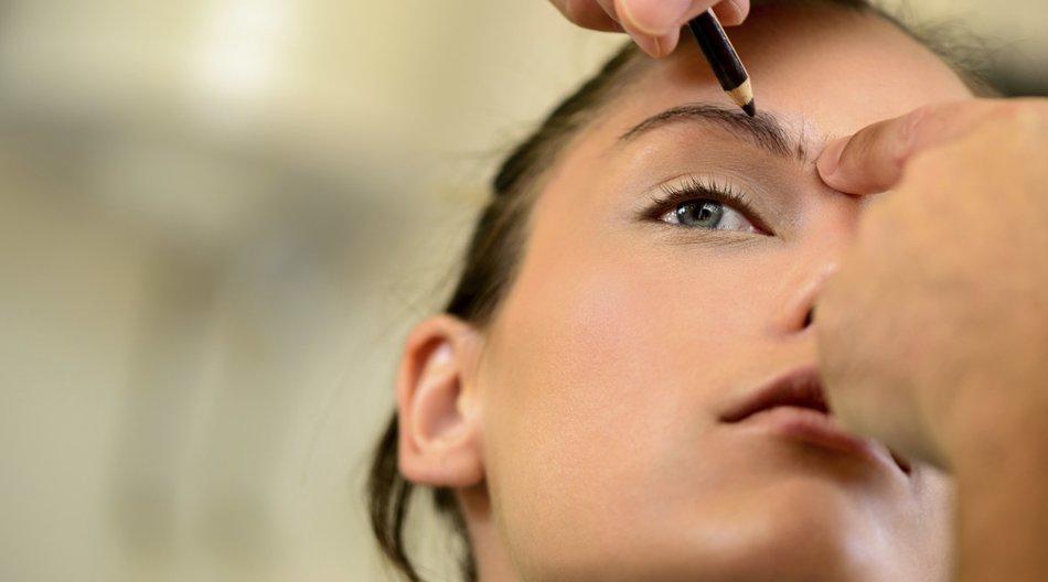 Augenbrauen schminken