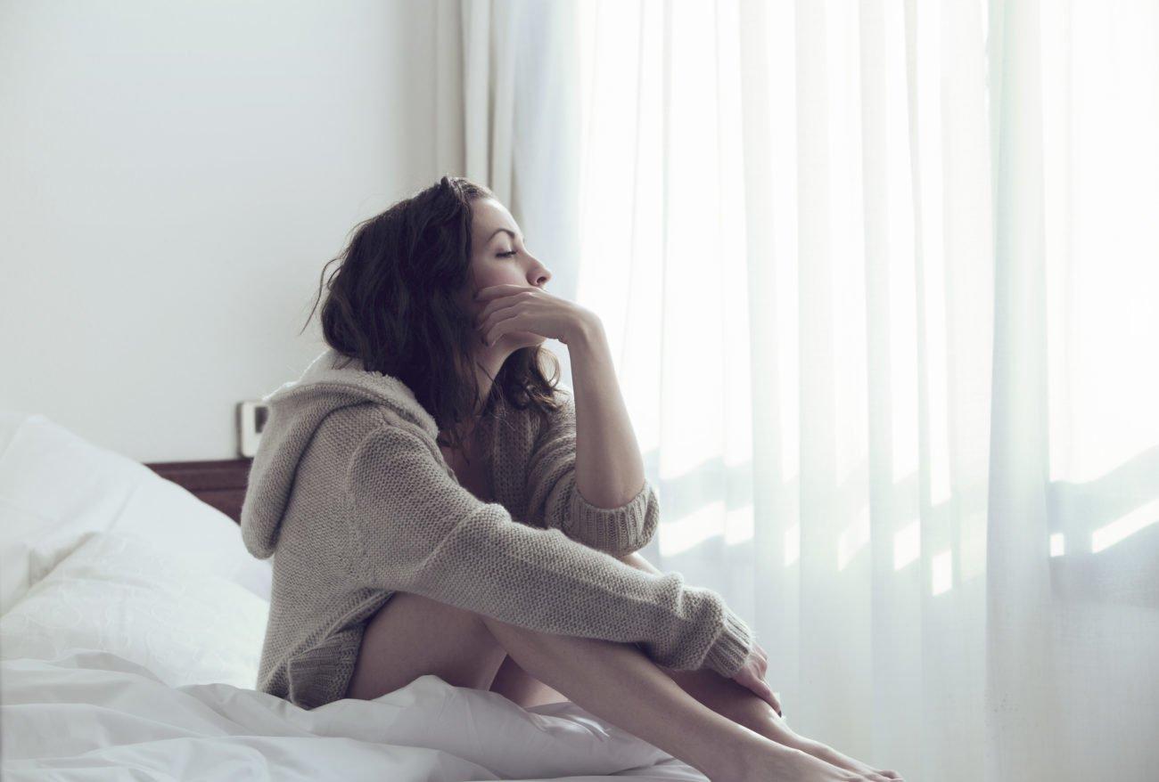Frau beim Nachdenken