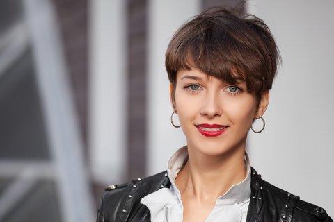 Frauen braune haare kurzhaarfrisuren Kurzhaarfrisuren 2021
