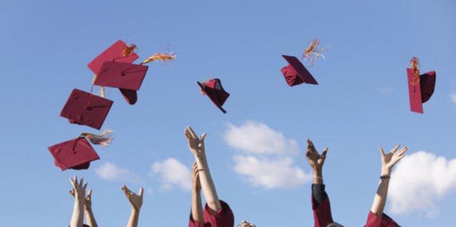 Schulabschluss: Schüler feiern das Ende der Schulzeit