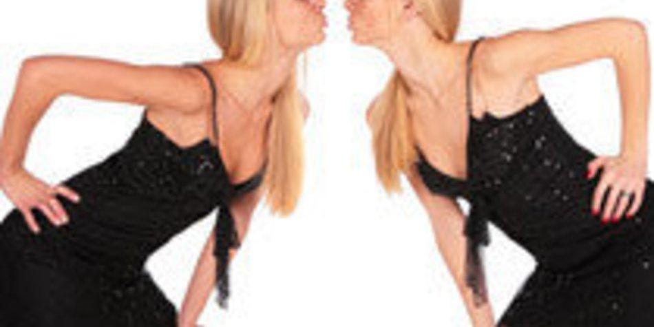 Zwei Mädchen küssen Pornos