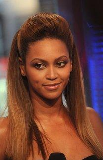 Beyonce Knowles mit Tolle im Sleek Look