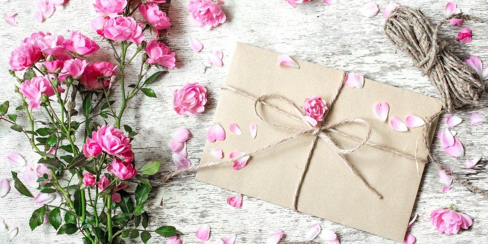 Papierhochzeit Geschenke Zum 1 Hochzeitstag Desired De