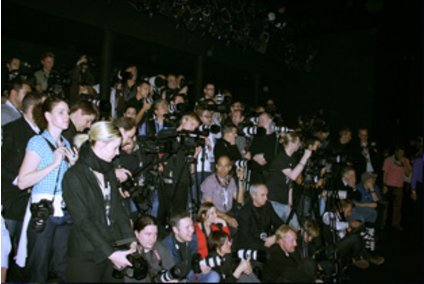 Fotografen auf einer Medientribüne bei der Fashion Week Berlin 2009