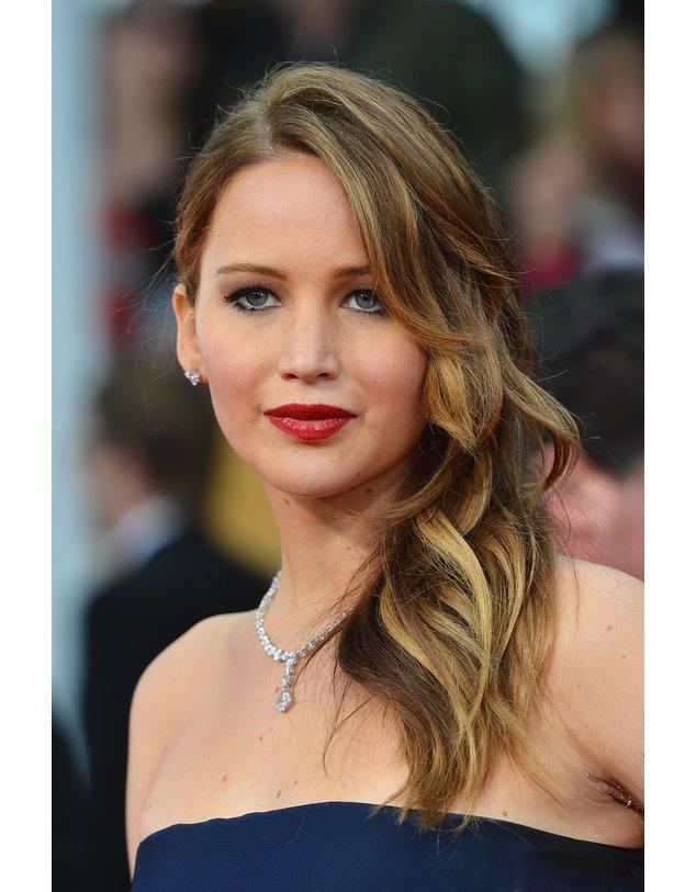 Jennifer Lawrence mit rotem Lippenstift