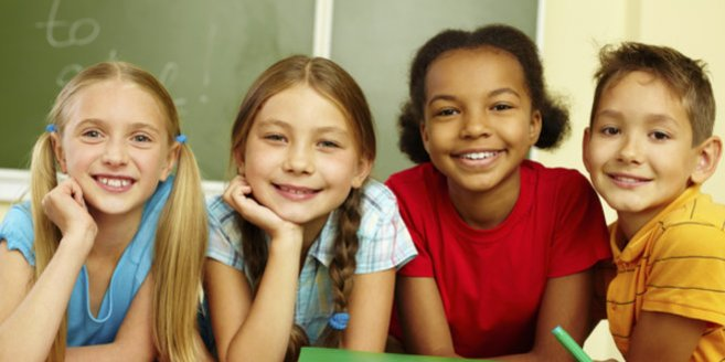 Englisch lernen: Schüler lernen gemeinsam.