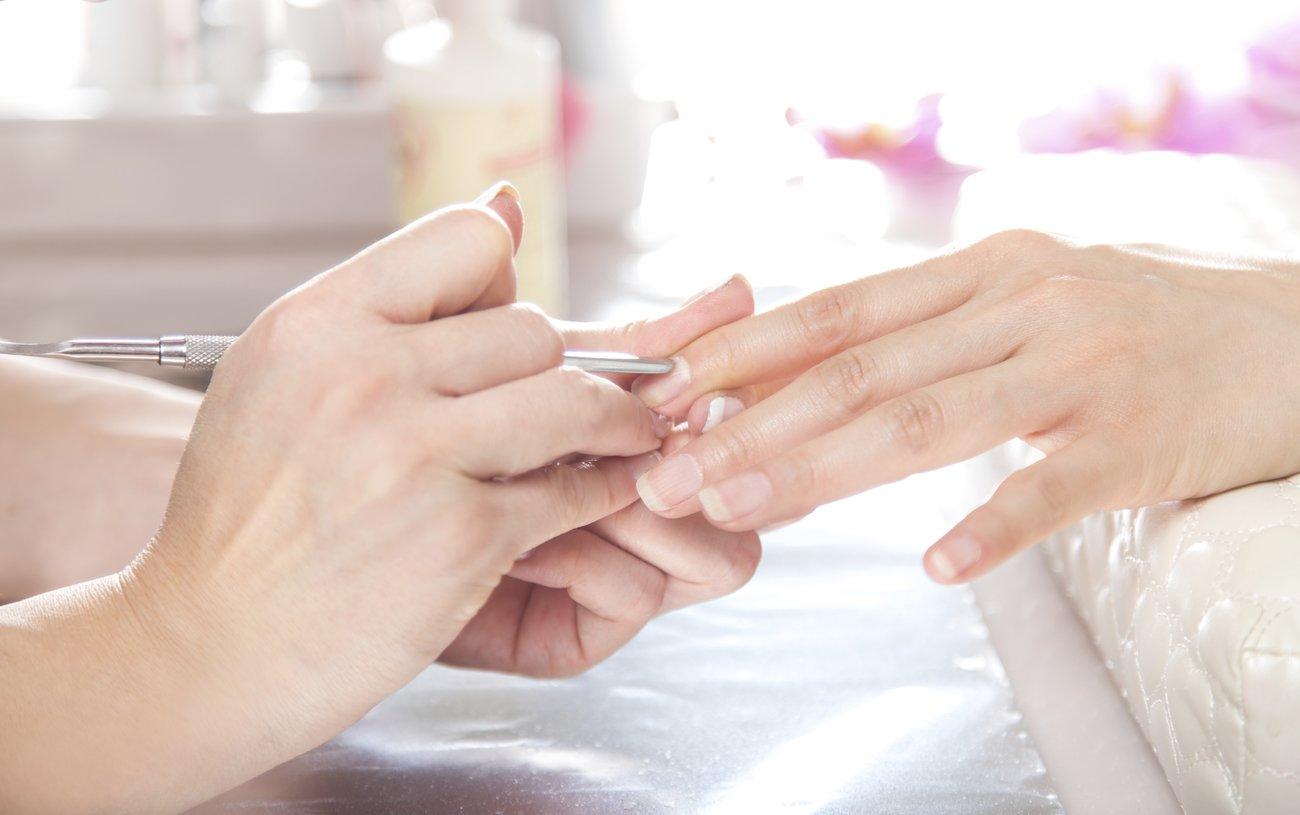 Rillen in Fingernägeln