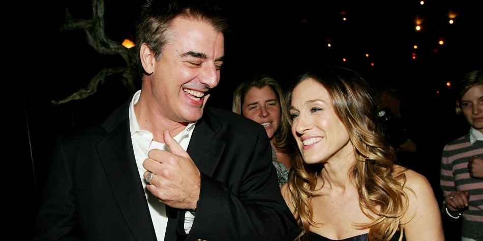 "NEW YORK - NOVEMBER 07: (HOLLYWOOD REPORTER OUT US TABS OUT) Actress Sarah Jessica Parker chats with actor Chris Noth at an after party for The Cinema Society screening of 20th Century Fox's ""The Family Stone"" presented by The Cinema Society and Vogue at the Tribeca Grand Hotel November 7, 2005 in New York City. (Photo by Evan Agostini/Getty Images)"