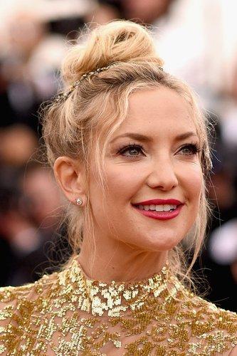 Kate Hudson mit Haarknoten