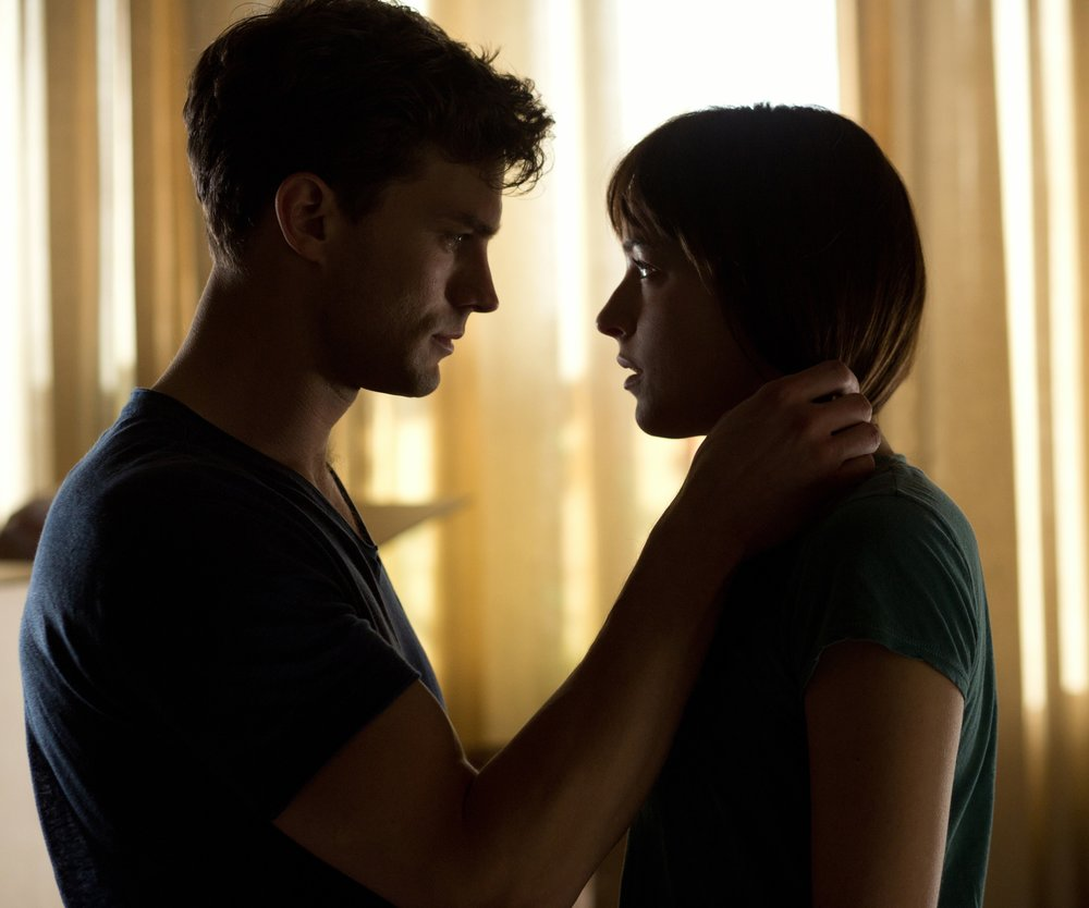 fifty-shades-of-grey-jamie-dornan-dakota-johnson-14-rcm0x1920u