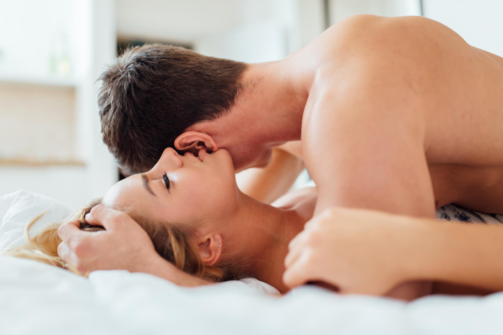 Фото романтика секс, Нежный секс романтичной парочки в спальне порно фото 26 фотография