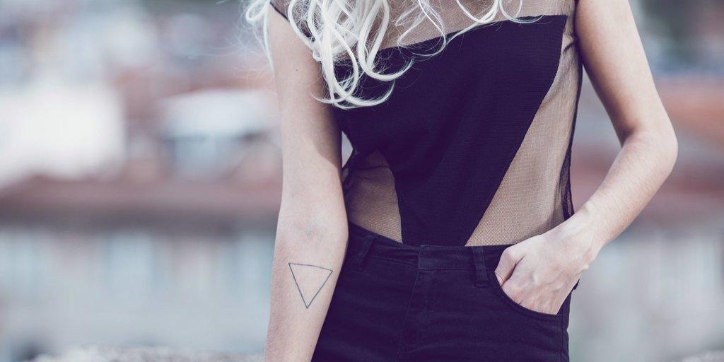 Dreieck bedeutung schwarzes tattoo Doppelte Dreieck