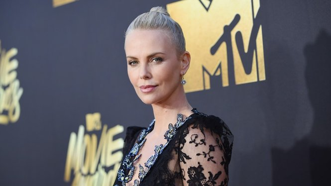 Charlize-Theron_GettyImages_Emma-McIntyre-520067298