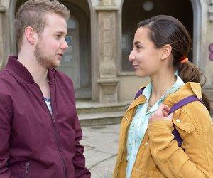 Jonas (Felix van Deventer) hat Verständnis, dass Selma (Rona Özkan) für das erste Mal noch nicht bereit ist.