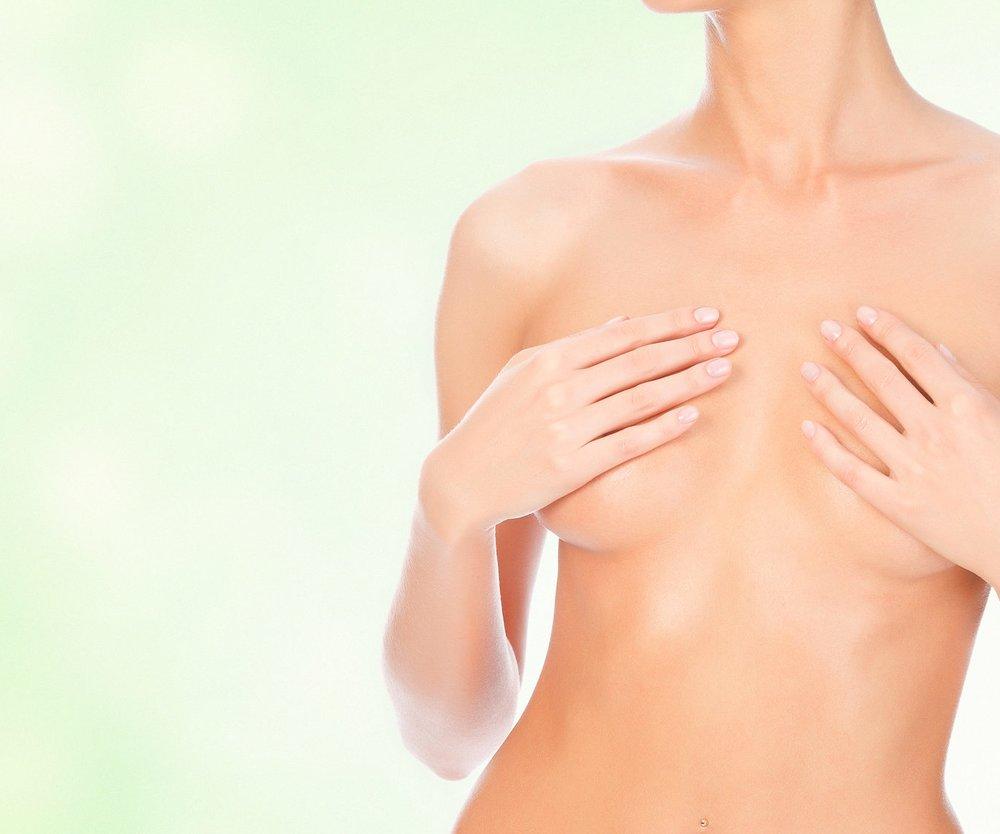Brustmassage mit Öl gegen Hängebrüste