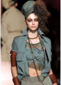 Bauchfreie Models bei Fashion Week