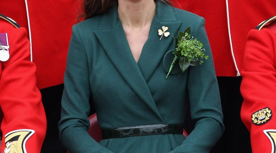 Kate Middleton verteilt Kleeblätter