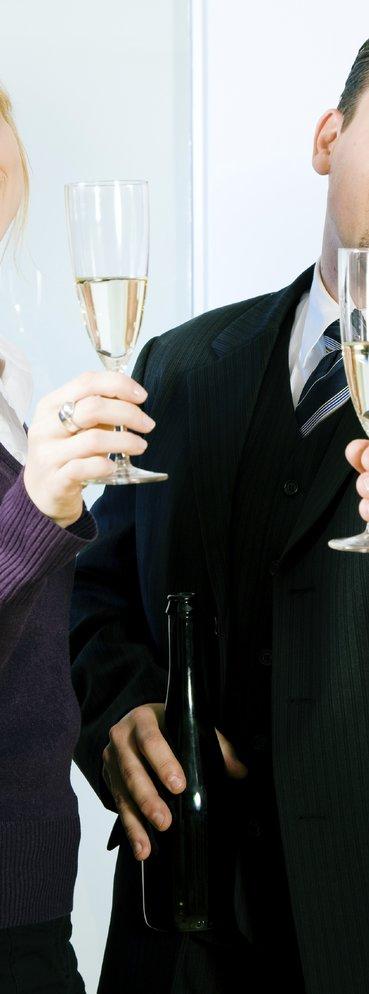 Darf man beim Geburtstag im Büro Sekt trinken?