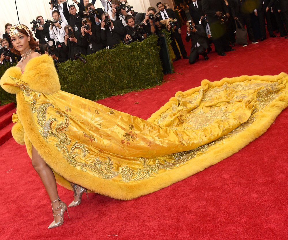 Rihanna: Über ihr Kleid witzelt das ganze Internet