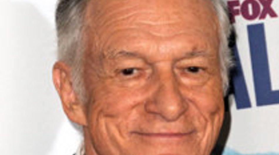 Hugh (82) findet neue Gespielin (22)