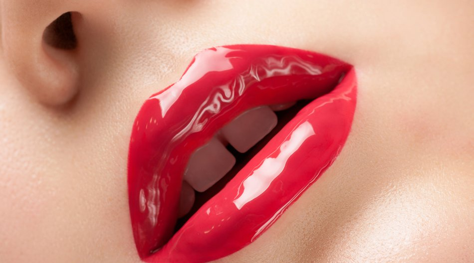 Red gloss lips.