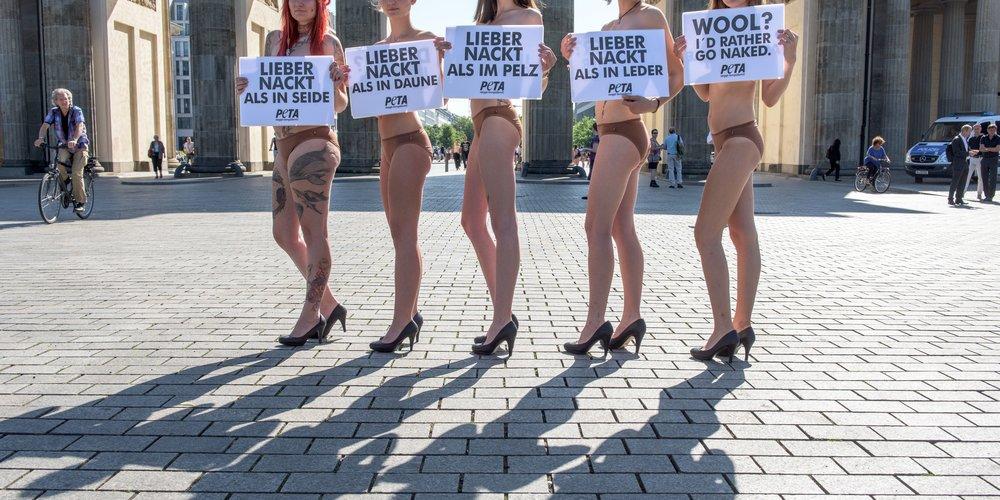 PETA Protest gegen die Ausbeutung von Tieren für die Modeindustrie