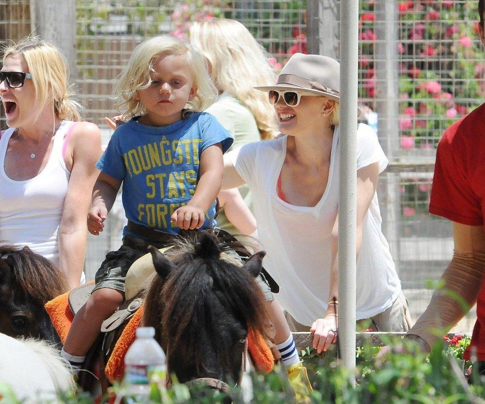 Gwen Stefani beim Ponyreiten