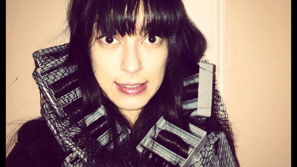 Rebecca Mir überrascht ohne Make-up