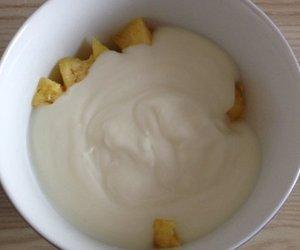 Dessert mit Joghurt und Ananas