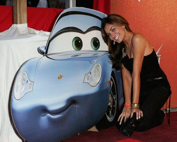 Jana Ina Zarrella posiert 2006 bei der'Cars'-Premiere in München.