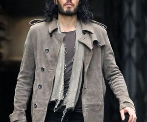 Russell Brand legt Ring ab