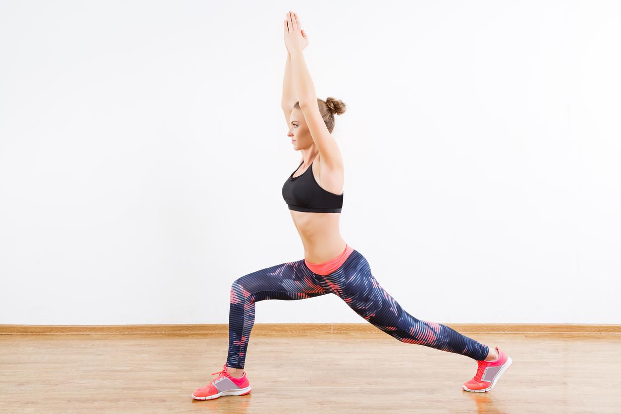 yoga bungen zum abnehmen 5 einfache positionen. Black Bedroom Furniture Sets. Home Design Ideas