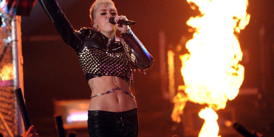Miley Cyrus bekam eine Stripperin geschenkt