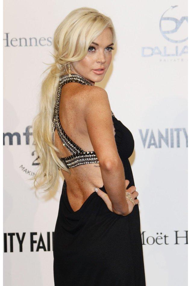 Lindsay Lohan zeigt ihrern Rücken