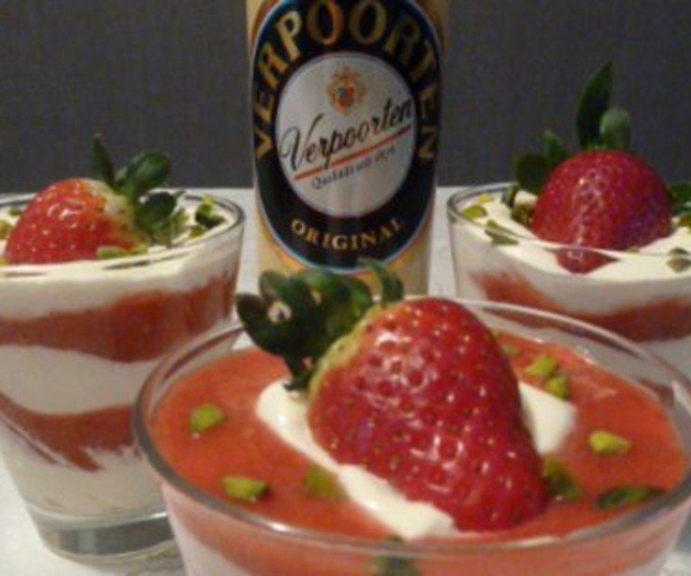 Verpoortens' Original Vanille-Eierlikör-Creme mit frischen Erdbeeren