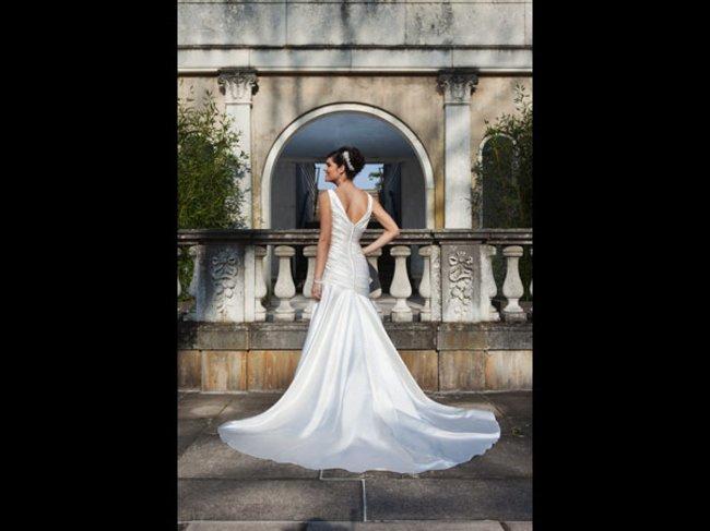 Braut im weißen Dress